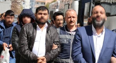 İzmir'de 'çete' operasyonu: 47 gözaltı